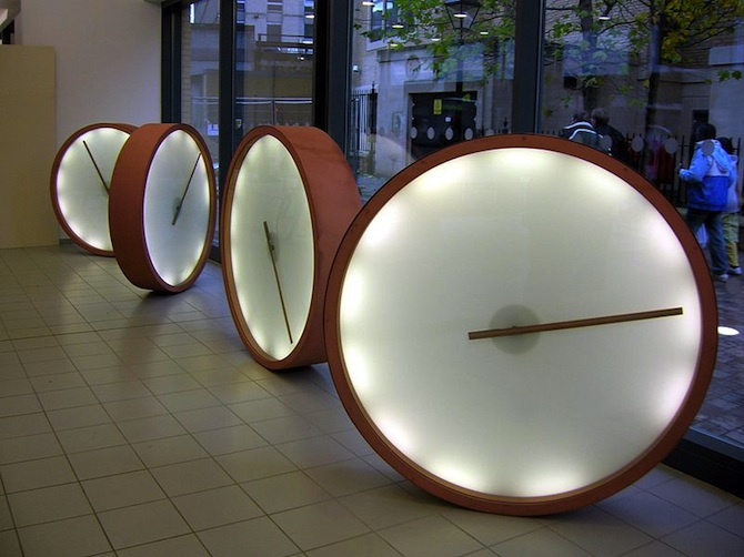 Bristol_Bus_Station_clocks_670