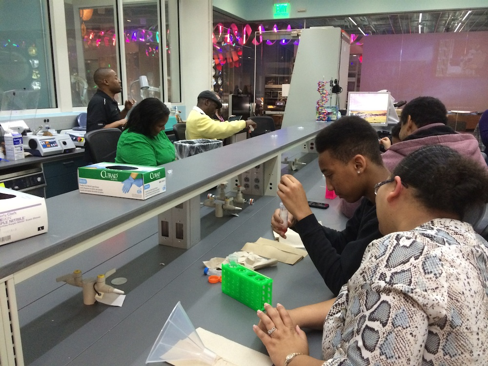 Willis explaining DNA extraction to students and families at the NC Museum of Natural Sciences. Photo credit: Julie Urban.